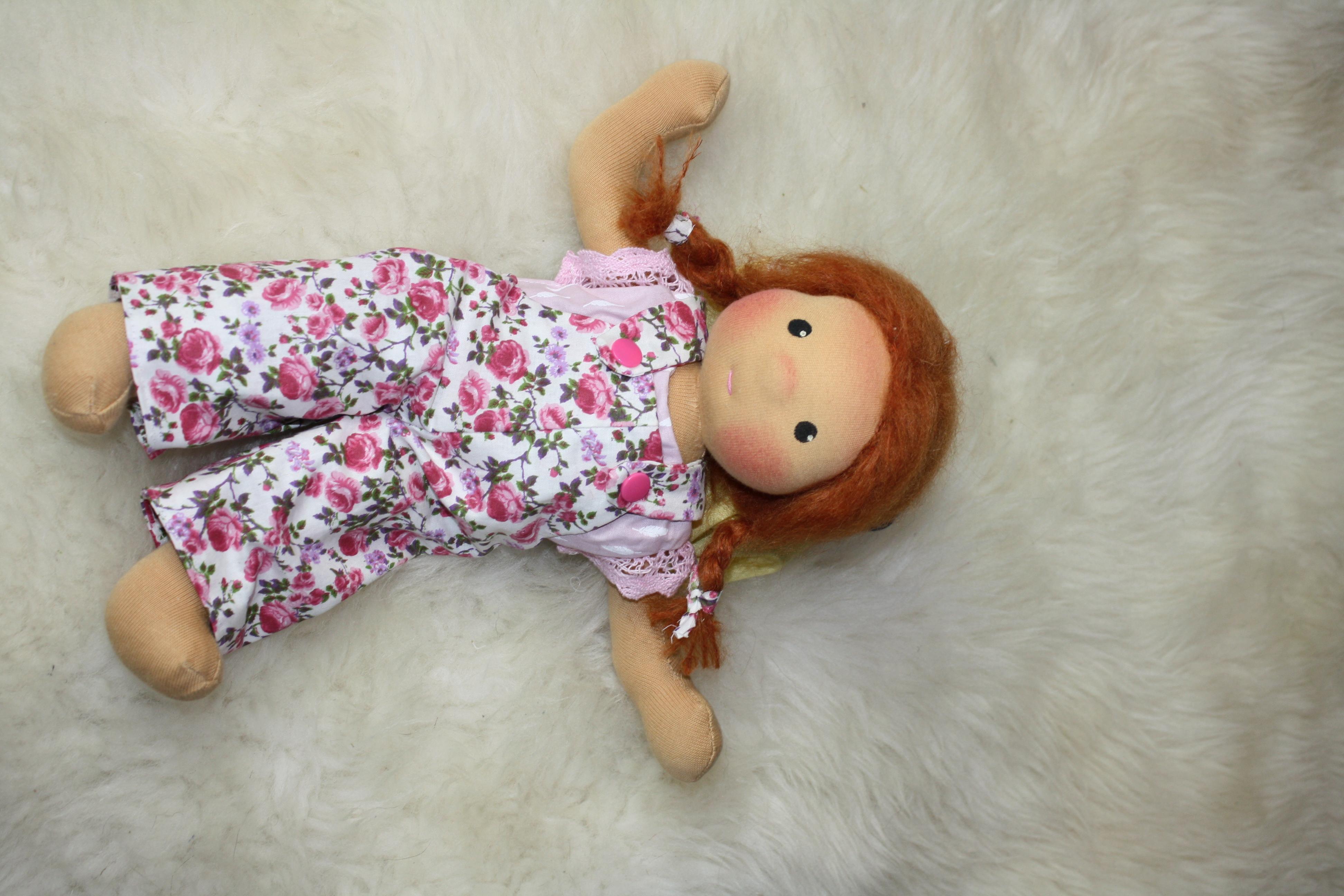 Puppe nach Art einer Waldorfpuppe